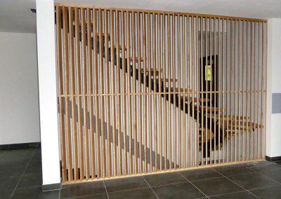 Escalier derrière un claustrae à Bogève