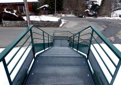 Escalier avec marche caillebottis - Station de ski d'Habère-Poche