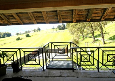 Garde corps extérieur dans ferme rénovée à Burdignin
