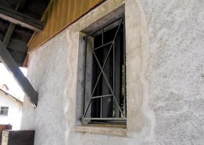 Protection de fenêtre - Ferme rénovée à Burdignin